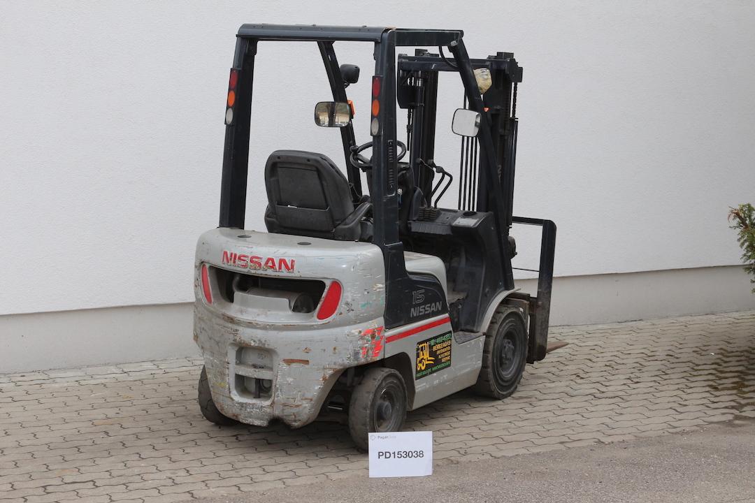 Nissan gázos targonca PD153038