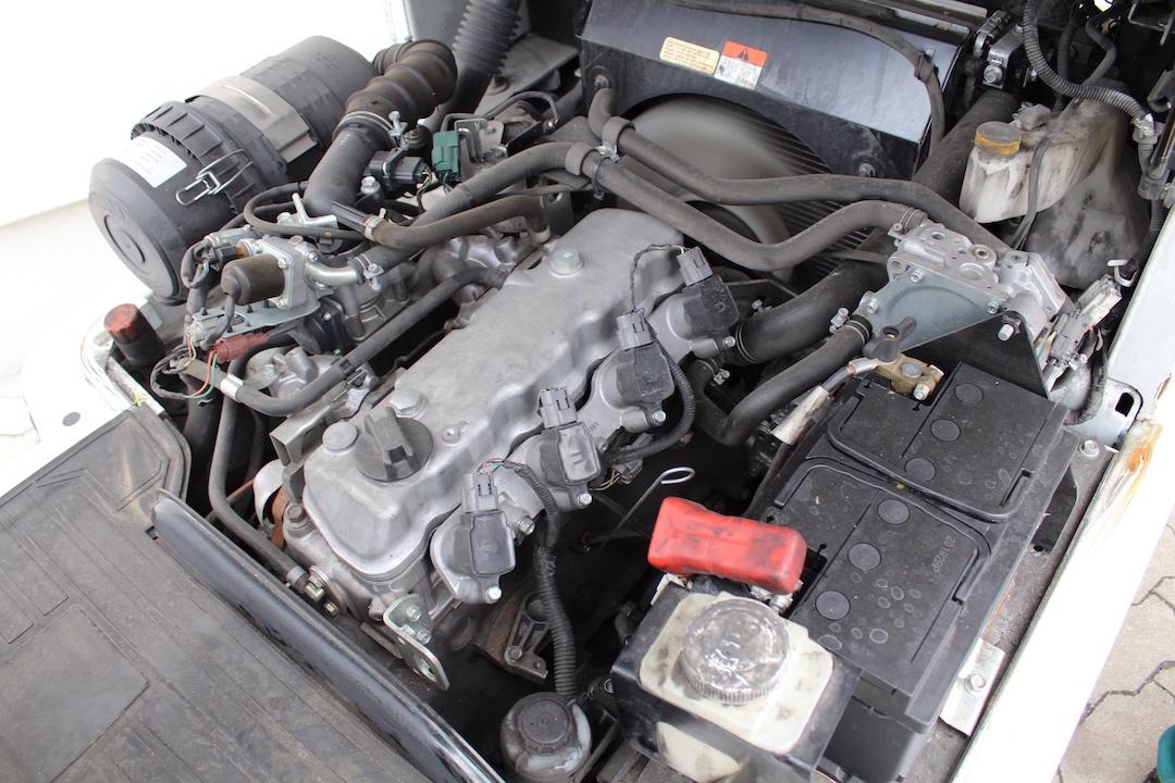 PG303336 Nissan gázos targponca2