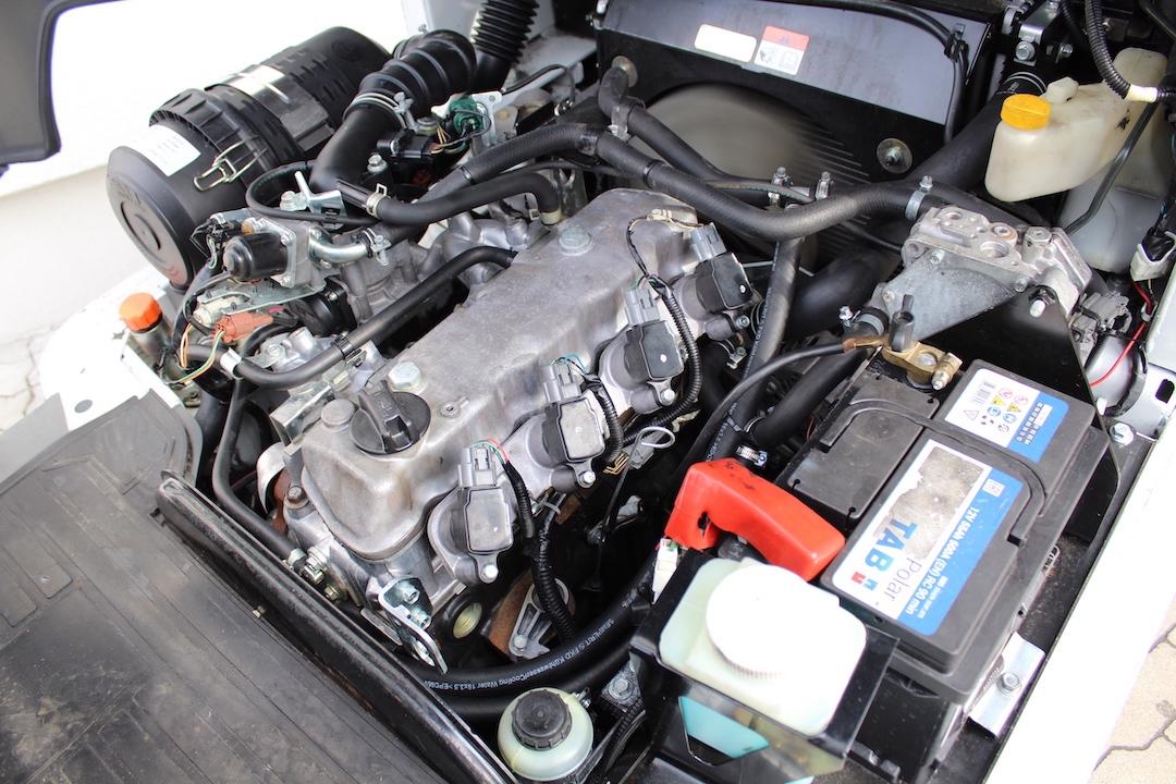 PG304025 Nissan gázos targonca3