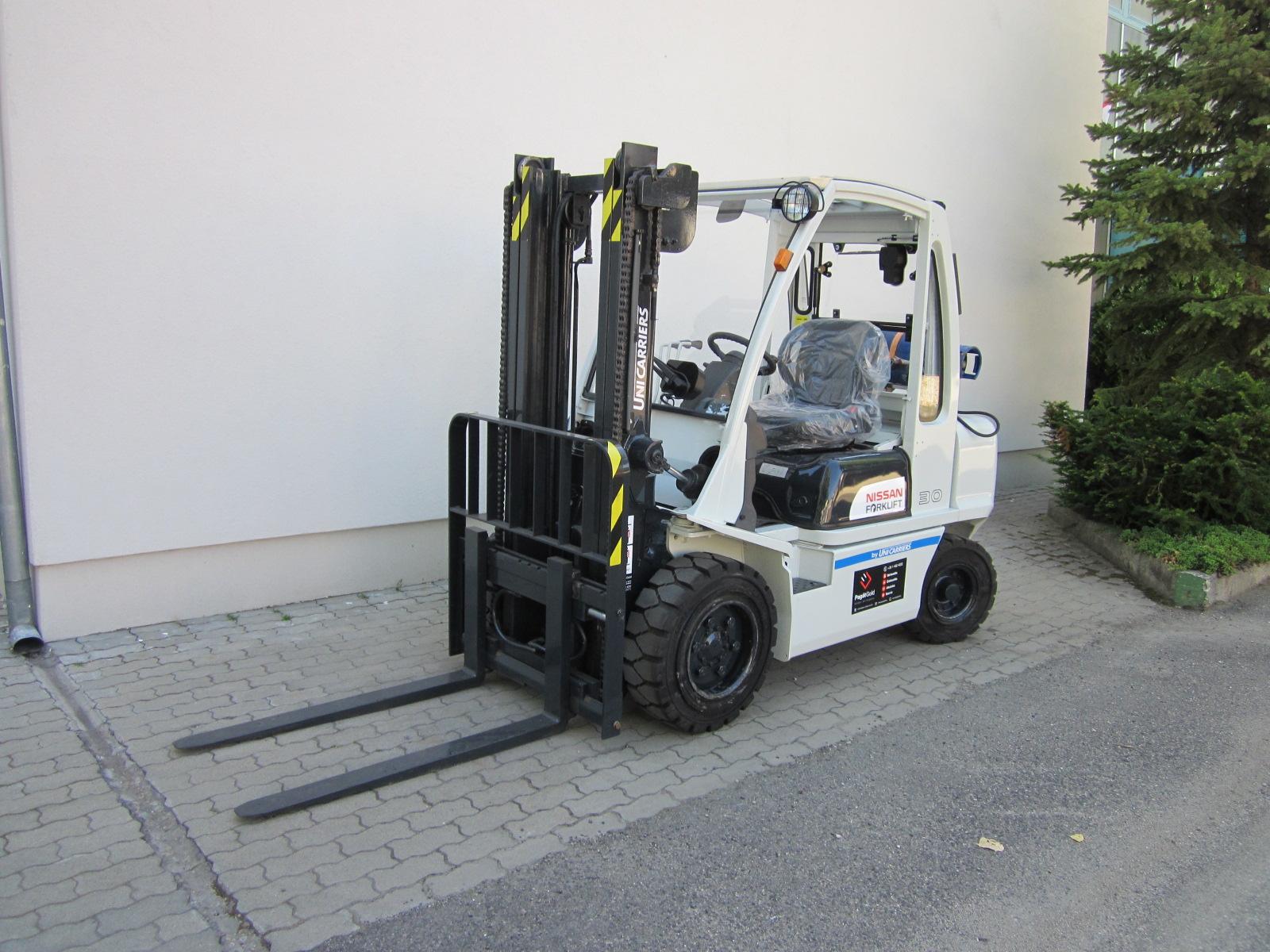 PG303335 Nissan gázos targponca1